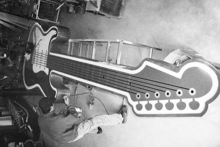 Tom Lee Guitar Sign
